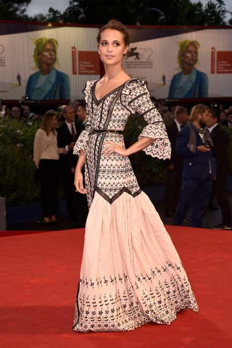 3-Alicia-Vikander-Red-Carpet-Style-1024x1538